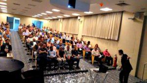 Palestrante motivacional brasileiro com referências internacionais