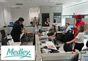 ENDOMARKETING DIVERTIDO COM MÁGICO PAUL&JACK CIRCULANDO PELA EMPRESA MEDLEY